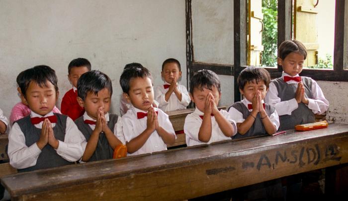praying in school - 640×370