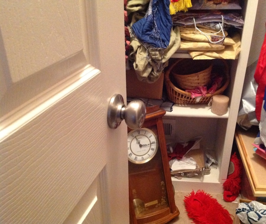 A closet full of nothing #FridayFictioneers