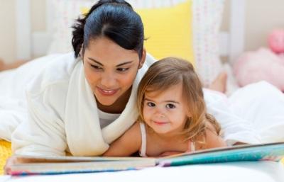 mom_kid_reading